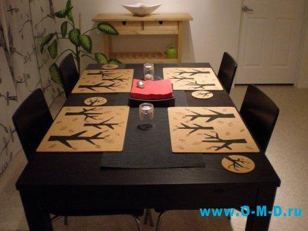 Стол и стулья для столовой комнаты