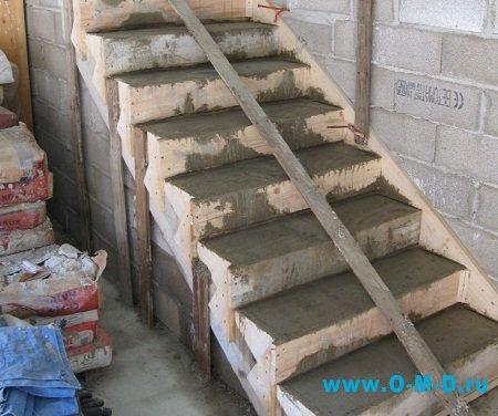 Строим лестницу в загородном доме
