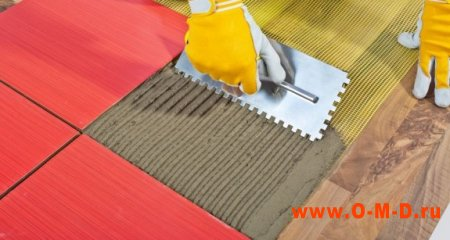 Самостоятельная укладка кафельной плитки на деревянный пол